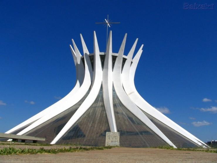 catedral-metropolitana-de-brasilia-projetada-por-oscar-niemeyer-em-2  Oscar Niemeyer, uma lenda viva catedral metropolitana de brasilia projetada por oscar niemeyer em 2 e1348653980194