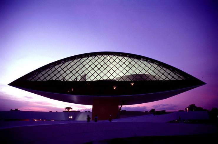 oscar niemeyer  Oscar Niemeyer, uma lenda viva oscar nieymer 42 e1348653157727