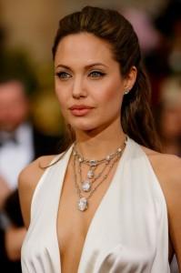 H Stern  H Stern Angelina Jolie e o Colar Athena da H