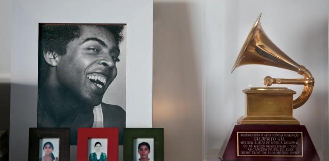 apartamento - carioca - gilberto - gil-4  Decoração: O apartamento carioca de Gilberto Gil  apartamento carioca gilberto gil 41 655x320
