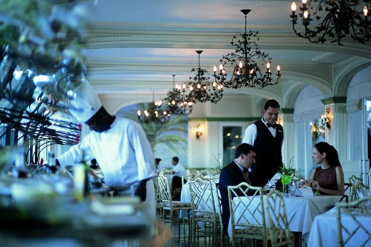 """""""Copacabana Palace Hotel, com um restaurante chique, combinando com a tradição.""""  Lifestyle - O requinte do Hotel Copacabana Palace copacabana palace riodejaneiro 1011 e1349692103318"""