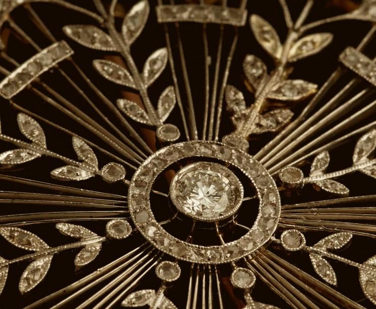 by koket  Eternity, uma jóia de brilho eterno linda broche em platina com diamantes c114 la gemme MLB F 218233556 5895 copy e1351597623605
