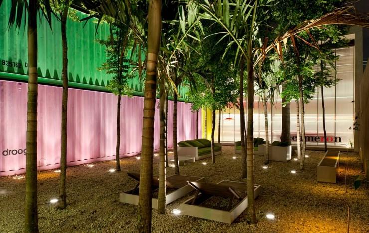 """""""Jardim da loja Decameron, com palmeiras.""""  DESIGN: Loja Decameron em São Paulo loja decameron 7 e1350469556888"""
