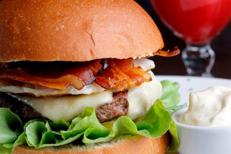 Burger - chef Dudu Camargo  Casa Cor Brasília 2012 restaurante burger e1349258473704