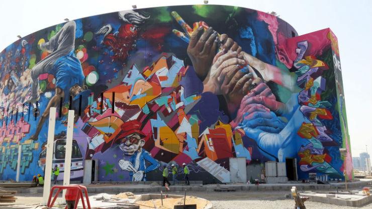 """""""Obra de graffiti em Abu Dhabi vai entrar para o Guiness.""""  DESIGN: A arte saiu à rua graffitiguiness1"""