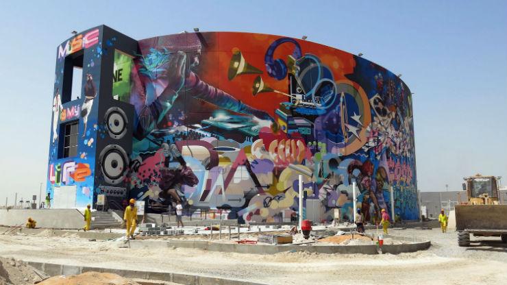 """""""Português entre artistas para maior graffiti do mundo.""""  DESIGN: A arte saiu à rua graffitiguiness2"""