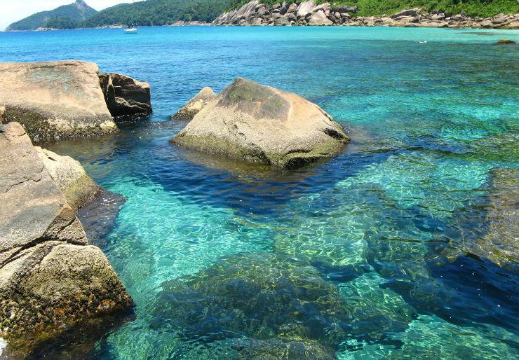 """""""Lagoa Azul, na Ilha Grande, dá para nadar com os peixes.""""  Lifestyle: 10 melhores praias do Brasil lagoa azul"""