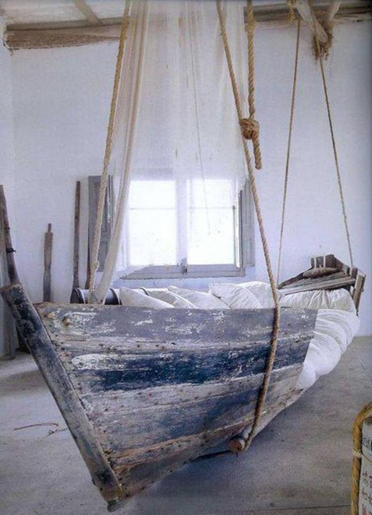 """""""Cama barco.""""  Sexo na praia: 10 quartos inspirados na praia Hanging Boat Bed e1384167920310"""