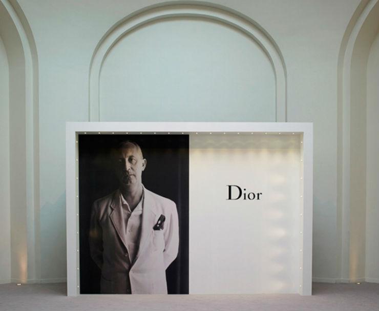 """""""Interior da exposição Miss Dior""""  Maria Nepomuceno é artista brasileira convidada da Casa Dior missdiordetalhe"""
