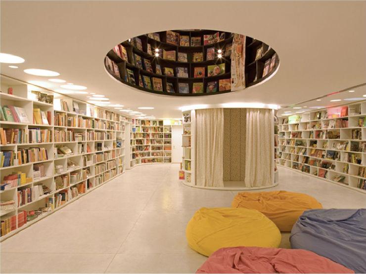 """""""Livraria da Vila  e seu espaço infantil""""  Arquitetura: a livraria de sonho por Isay Weinfeld Livrariadavila espac  oinfantil"""