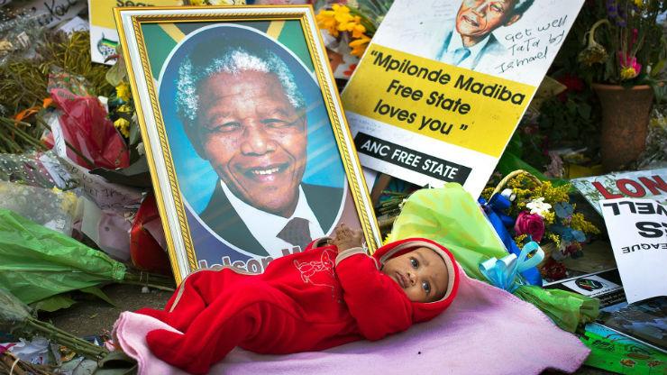 """""""Culto a Mandela na Morte.""""  Nelson Mandela, o designer da paz (1918 – 2013) MandelaMorte"""