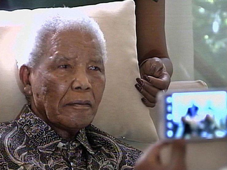 """""""Últimas imagens de Mandela""""  Nelson Mandela, o designer da paz (1918 – 2013) Mandeladoente"""
