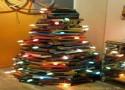 """""""árvore de natal feita de livros""""  Decoração: 10 Árvores de Natal exóticas arvoredelivros 125x90"""