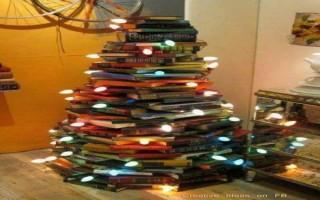 """""""árvore de natal feita de livros"""""""