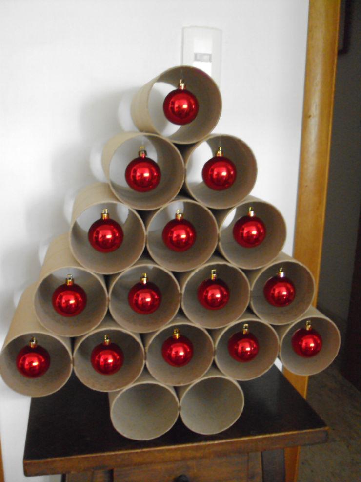 """""""Árvore de Natal feita com rolos depapel""""  Decoração: 10 Árvores de Natal exóticas arvoredenatalcompapel"""