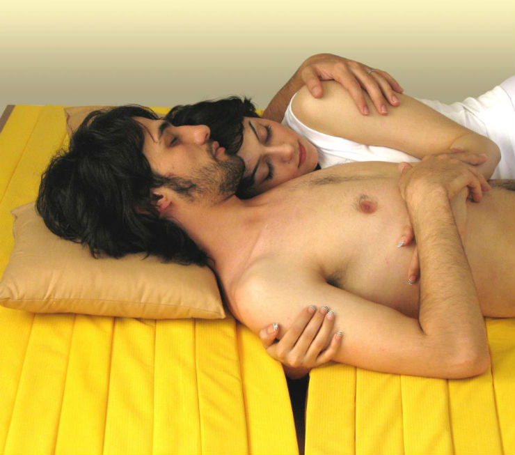 """""""Colchão do amor permite dormir abraçado.""""  Lifestyle & Design: Quando o colchão vira arte colchaodoamor"""