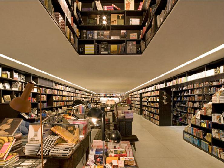 """""""Livraria da Vila e sua escadaria interior.""""  Arquitetura: a livraria de sonho por Isay Weinfeld livrariadaVila interior3"""