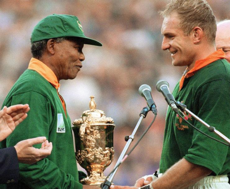 """""""Mandela e o Ragbi, desporto nacional da África do Sul""""  Nelson Mandela, o designer da paz (1918 – 2013) mandela"""