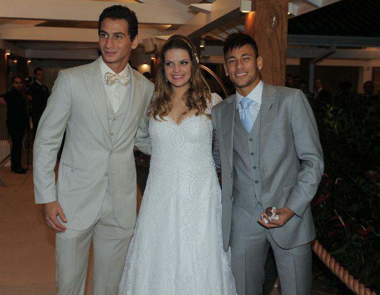 """""""Paulo Henrique Ganso e Neymar no casamento.""""  Lifestyle: 10 casamentos que marcaram 2013 paulo henrique ganso e giovanna costi"""