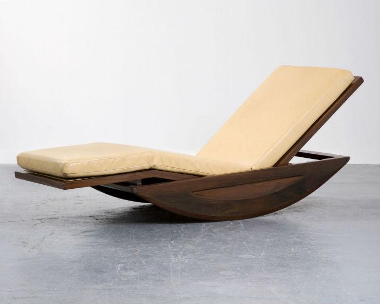 """""""Cadeira de balouço de Joaquim Tenreiro""""  Design: Joaquim Tenreiro, o mestre do design brasileiro ChaiseLongeJoaquimTenreiro"""