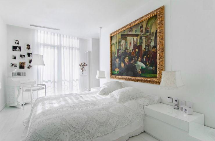 """""""Quarto branco com quadro de arte""""  Decoração:10 quartos brancos quartobrancoquadro"""