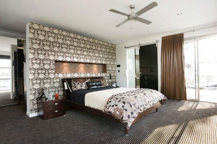 """""""quarto de casal com papel de parede""""  15 ideias de decoração com papel de parede quartodecasalcompapeldeparede"""