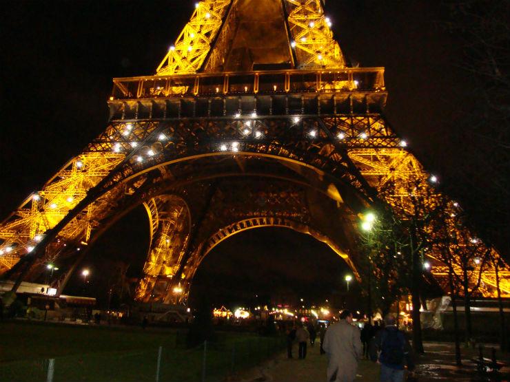 """""""Torre Eiffel à noite""""  Maison & Object: 5 sítios a visitar em Paris torreiffel"""