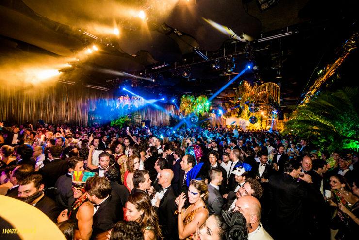 """""""O espaço cheio de gente no Baile Vouge, no Hotel Unique""""  Moda: Baile Vogue ou o show de beldades! Baile da Vogue"""