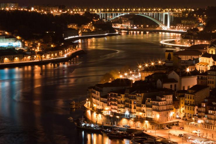 """""""cidade do Porto à noite""""  Porto, o melhor destino europeu Portocidade"""