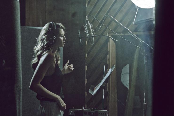 """Gisele na campanha da H&M""  Gisele Bündchen canta no novo anúncio da H&M Behind Scenes Gisele B  ndchen HM Shoot"