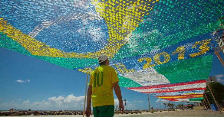 """""""Ruas do Brasil decoradas para a Copa""""  Decorações e Clima da Copa inundam ruas do Brasil fortaleza ruas copa"""