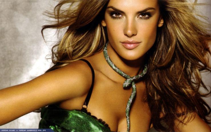 """""""Modelos brasileiras mais adoradas""""  A moda na Copa do Mundo: modelos brasileiras adoradas por todos alessandra ambrosio picstopin"""