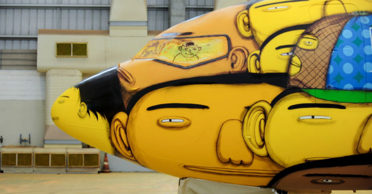 """""""Avião que transporta Seleção grafitado pelos OSGEMEOS""""  Arte brasileira: projetos inacreditáveis dos novos artistas aviao selecao brasil"""