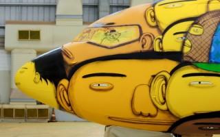 """""""Avião da Selecção""""  Arte brasileira: projetos inacreditáveis dos novos artistas o aviao que vai transportar a selecao na copa foi grafitado pelos gemeos otavio e gustavo pandolfo no hangar da gol em belo horizonte 1400543560585 956x500 320x200"""