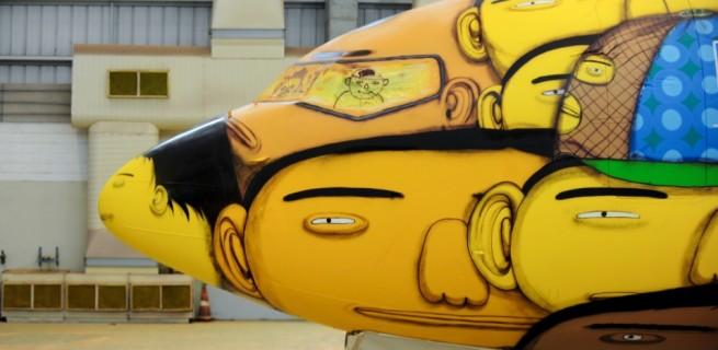 """""""Avião da Selecção""""  Arte brasileira: projetos inacreditáveis dos novos artistas o aviao que vai transportar a selecao na copa foi grafitado pelos gemeos otavio e gustavo pandolfo no hangar da gol em belo horizonte 1400543560585 956x500 655x320"""