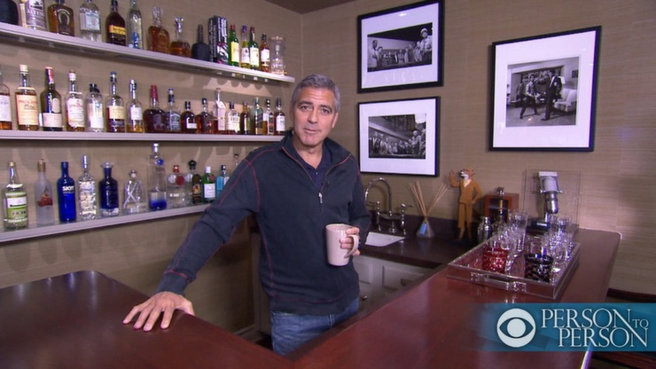 """""""Casa de George Clooney em Los Angeles""""  Casa & Decoração: onde vai viver o Casal Clooney clooney at bar person to person 20121"""