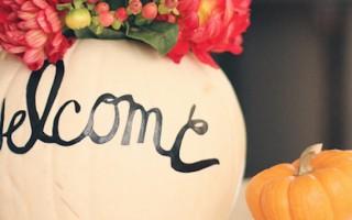 9-maneiras-de-usar-flores-na-sua-decoracao-de-halloween-cover  9 Maneiras de usar flores na sua decoração de Halloween 9 maneiras de usar flores na sua decoracao de halloween cover 320x200