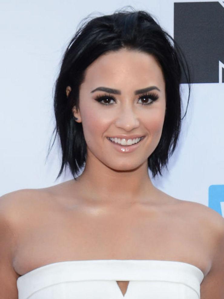 Halloween: 9 celebridades que já viveram em casas assombradas | Dicas do @decorpracasa  Halloween: 9 celebridades que já viveram em casas assombradas halloween 9 celebridades que ja viveram em casas assombradas Demi Lovato