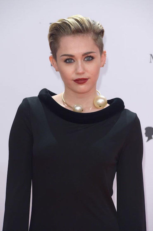 Halloween: 9 celebridades que já viveram em casas assombradas | Dicas do @decorpracasa  Halloween: 9 celebridades que já viveram em casas assombradas halloween 9 celebridades que ja viveram em casas assombradas Miley Cyrus